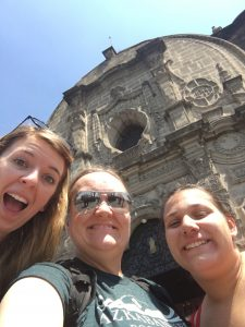 Selfie in front of Mexican architecture