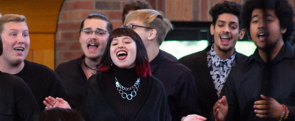 Image of Augsburg Choir members at 2019 Homecoming