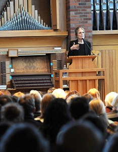 Gloria Steinem speaks in Hoversten Chapel