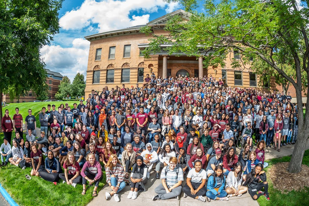 Large group of Fall 2019 freshmen posing for a photo