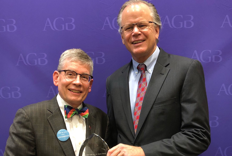 Augsburg President Paul C. Pribbenow and Board of Regent Chair Jeff Nodland accept award