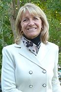 Headshot of Pam Moksnes