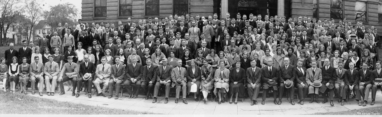 The Augsburg community poses in front of Old Main in 1931.