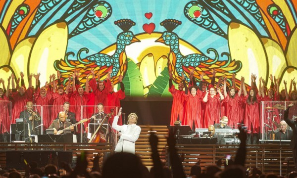 The Augsburg Choir joins Barry Manilow on stage